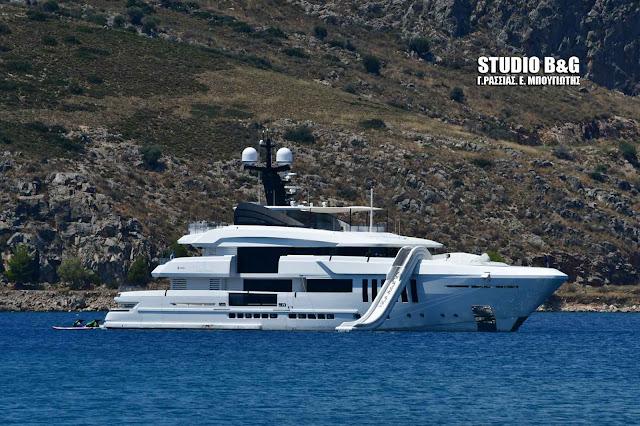 """""""Ουρανός"""": Ένα χλιδάτο yacht με υποβρύχιο στο Ναύπλιο (βίντεο)"""
