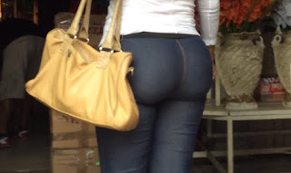 video nalgona pantalones en la calle