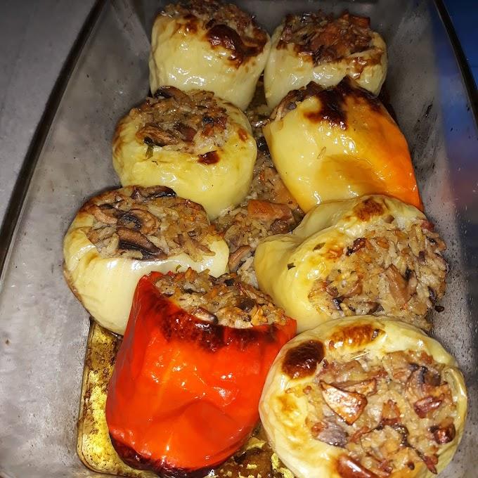 Punjene zapecene paprike sa gljivama i rižom