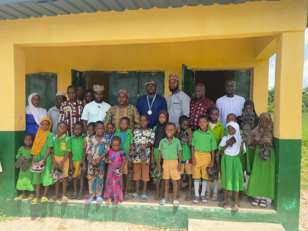 Hon. Gadaff Applauds Kalia wears for Providing sandals to over 300 pupils across Kwara #ProjectSIP.