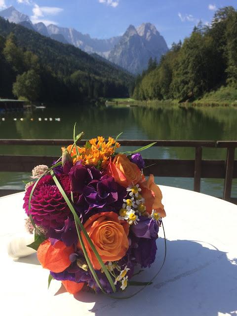 Brautstrauß Herbst-Hochzeit in den Bergen, Lila, Orange, Riessersee Hotel Garmisch-Partenkirchen, Bayern, Autumn wedding in Bavaria, Lilac and Orange