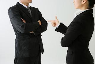 社内対立 イメージ