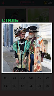 пожилой мужчина и женщина показывают стиль в одежде