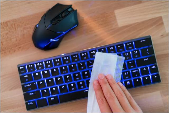 كيفية تطهير جميع لواحق حاسوبك المكتبي والمحمول بعد تفشي فيروس كورونا !