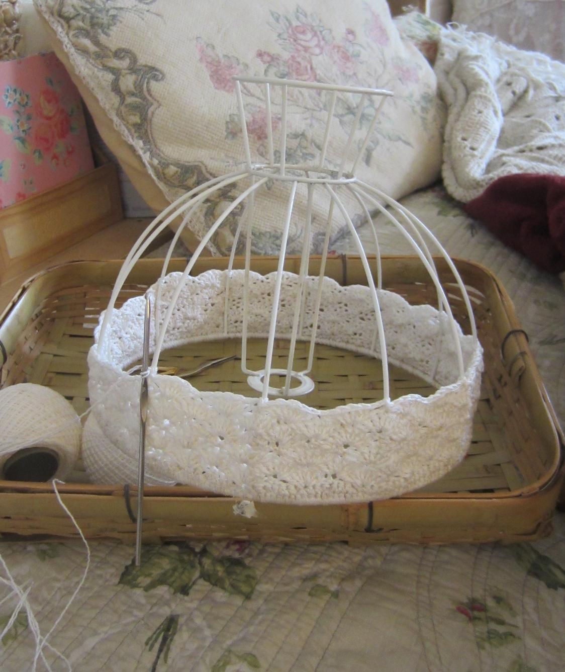matin lumineux abat jour au crochet. Black Bedroom Furniture Sets. Home Design Ideas