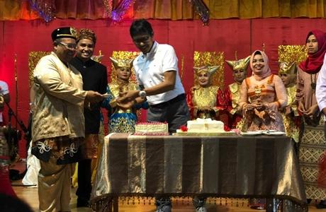 Gubernur Irwan Hadiri Festival Seni Budaya dan Kuliner Sumbar di Kutai