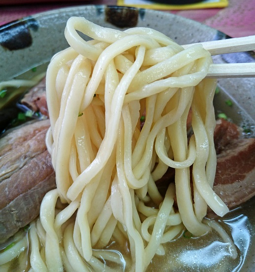 具志堅そば(大)の麺の写真