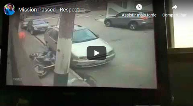 http://obutecodanet.ig.com.br/index.php/2019/04/30/fugitivo-de-moto-finge-ser-pedestre-para-enganar-a-policia-veja-o-video/