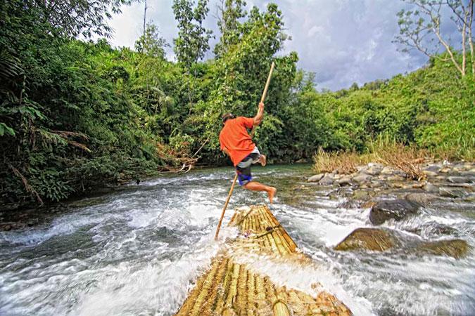 Dlium Loksado bamboo rafting