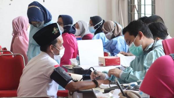 NU Care Lazisnu Dan Indomaret Gelar Vaksinasi 1000 Santri Di PP Bayt Al Hikmah Pasuruan