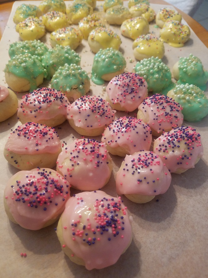 these are a popular Italian cookie with lemon or anise flavoring found on most Italian wedding trays