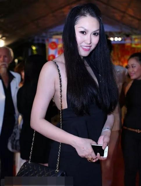 Phương Mỹ Chi và những sao Việt cũng từng gây tranh cãi vì mặc đồ phản cảm khi đi cúng Tổ nghề