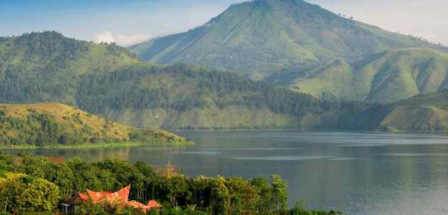 Bukit Holbung, Punggung Danau Toba yang Memikat