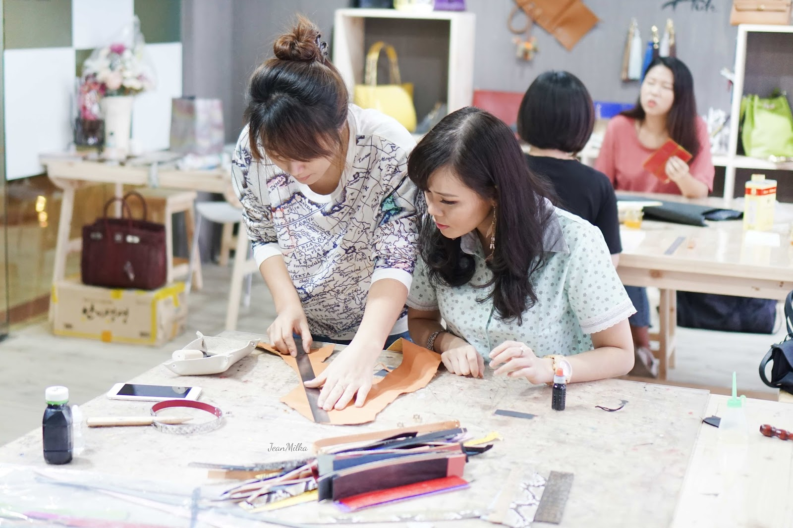 jean milka, leather class, leather course, leather workshop, studio hutz, jeanmilka, hadiah buat pacar, bisnis kulit
