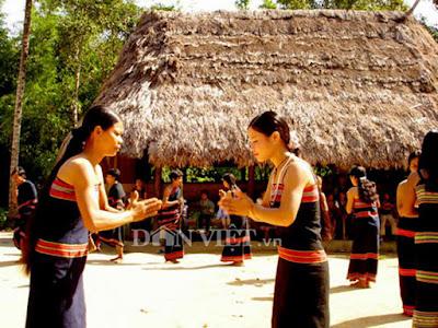 Lễ hội của người Giẻ-Triêng