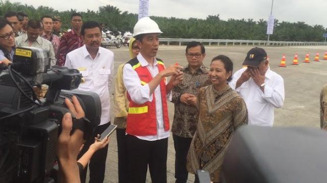Jokowi Sambangi Kediaman Calon Menantu di Medan