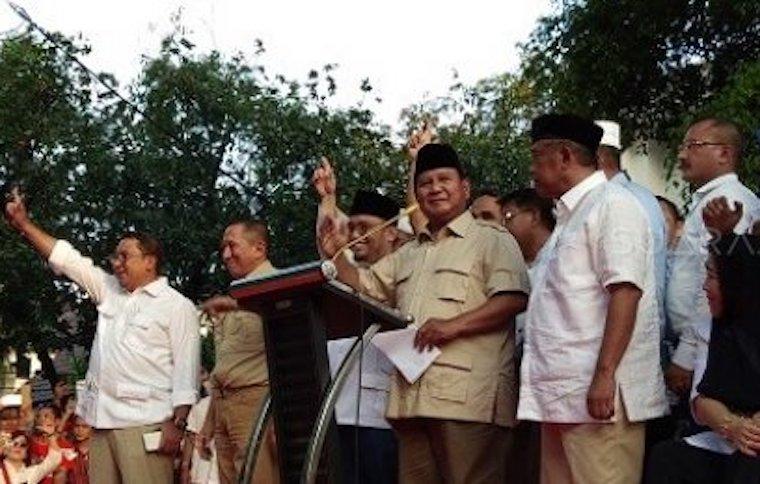 Prabowo Sujud Syukur dan Klaim Dirinya Menang 62 Persen dari Hasil Real Count