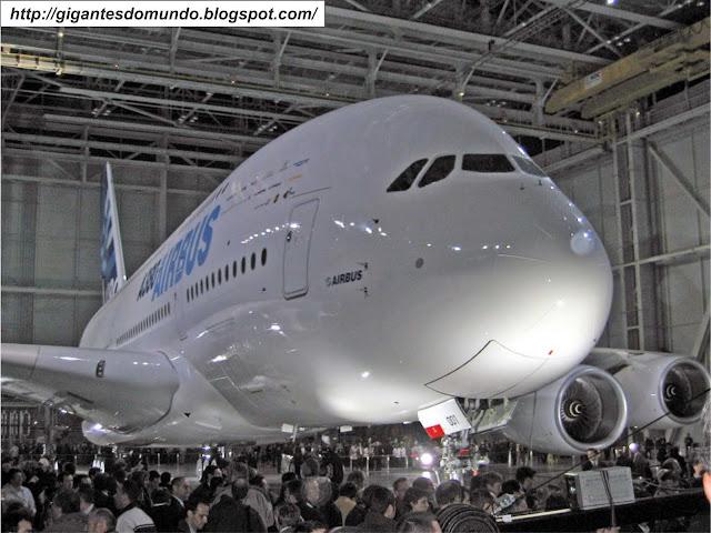 Airbus A380 - Maior avião de passageiros do mundo
