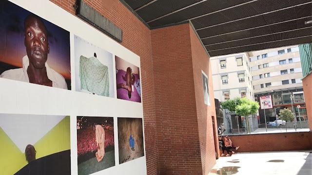 Exposición fotográfica situada en el escenario de Herriko Plaza
