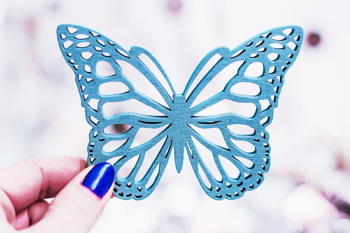 motyl, lawendowy motyl, lazurowy motyl, foto, fotografia, paznokcie kobaltowe