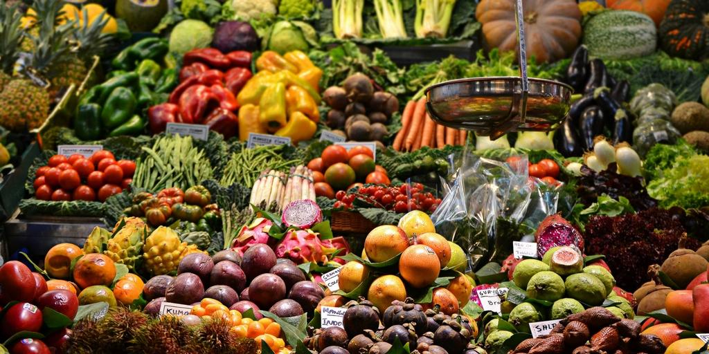 Τα φρούτα και τα λαχανικά του Μαρτίου, μαζί με προτάσεις για νόστιμες συνταγές αλλά και έναν εύχρηστο ΔΩΡΕΑΝ εκτυπώσιμο οδηγό για να τον κολλήσετε στο ψυγείο σας - Edit Your Life Magazine