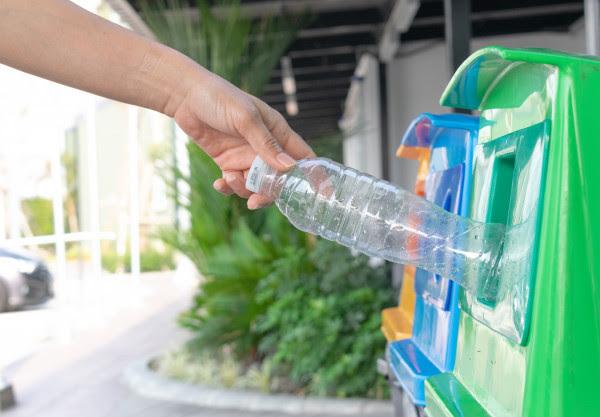 Pabrik Daur Ulang Botol Plastik Terbesar dan Termutakhir itu ada di Indonesia
