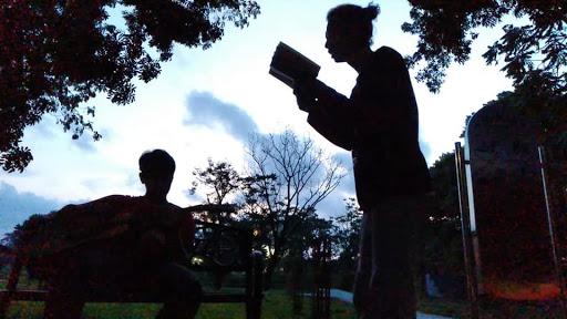 Sore baca puisi di terasrumah rindu