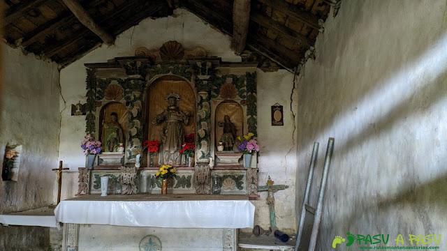 Interior de la Capilla de San Antonio de Pando, Cangas del Narcea