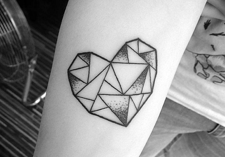 Tatuagem geométrica coração