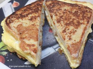 Reteta sandwich omleta impaturita retete culinare mancare din oua cu kaizer si cascaval si felii de paine toast prajite in ea pentru mic dejun sau gustare,