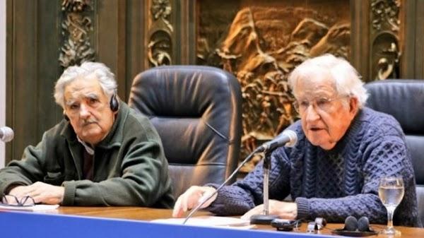 Conferencia de Noam Chomsky en Uruguay