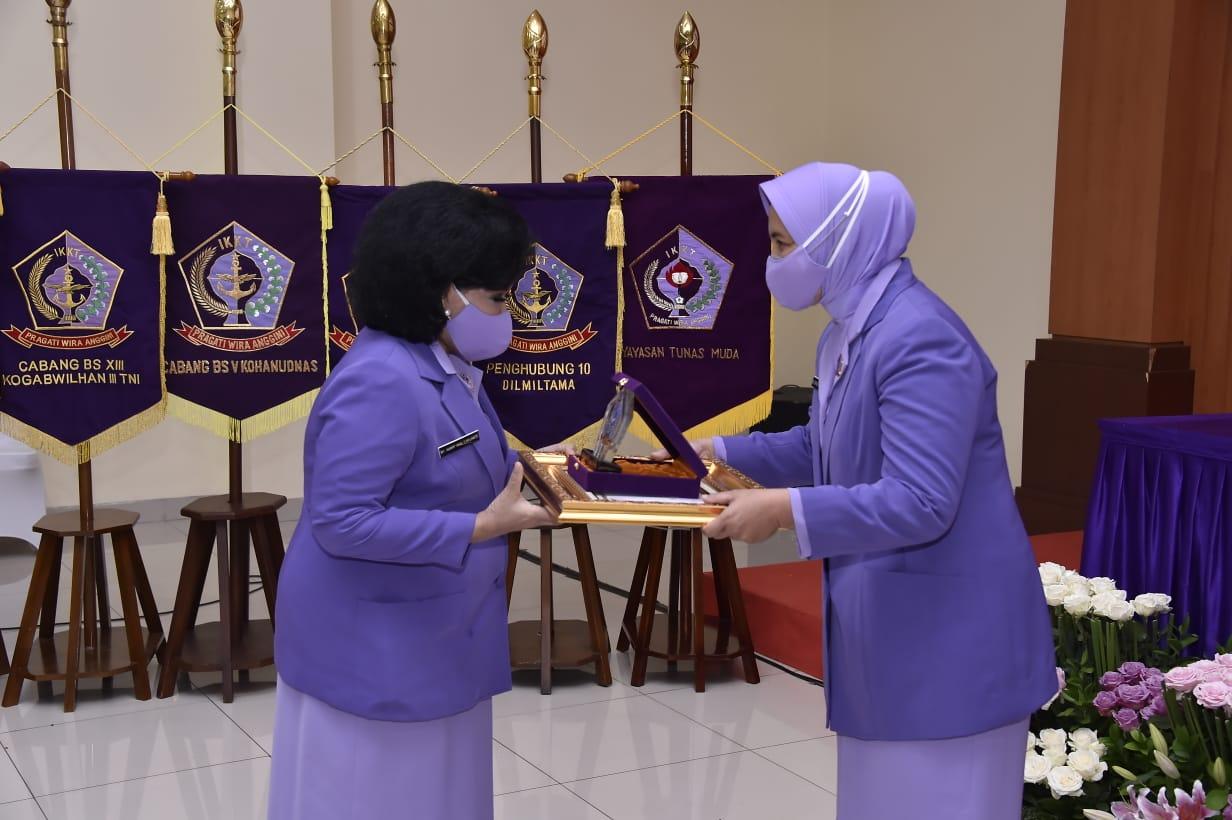 Ketua Umum IKKT Pimpin Sertijab Ketua dan Pengurus IKKT Pragati Wira Anggini