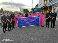 Brimob Batalyon C Nabire Bagi-Bagi Takjil Bersama Ibu ibu Bhayangkari