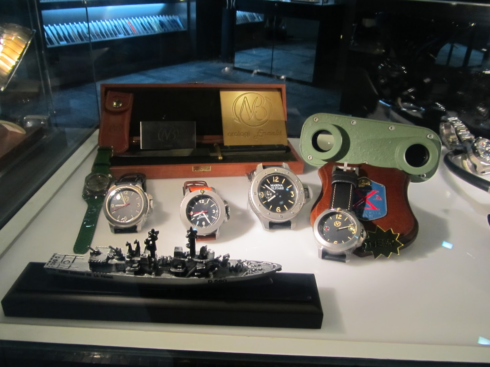 Gnomon watch store