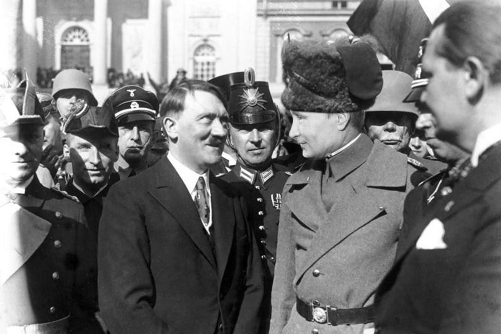 https://1.bp.blogspot.com/-w8w6BavaaDI/WE6TLbDmQdI/AAAAAAAAmeY/rwrcHWpIHI8WY8lM2RjCaTYNYFtRPcAZQCLcB/s1600/Hitler-Putin.jpg