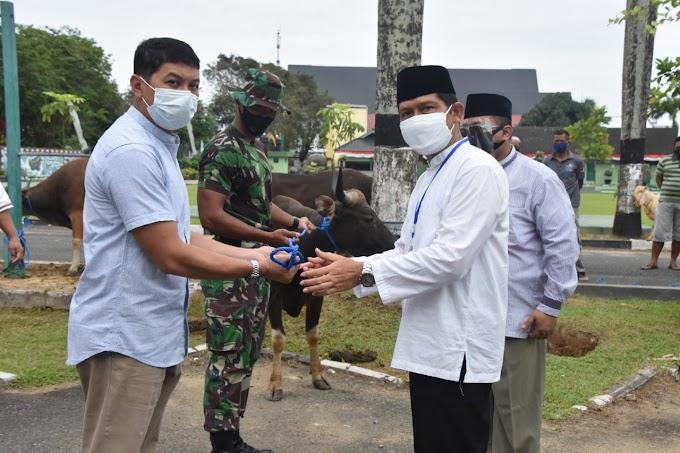 Penyembelihan Hewan Kurban di Tengah Pandemi, Korem 091/ASN Salurkan Ke Masyarakat Yang Berhak Menerima