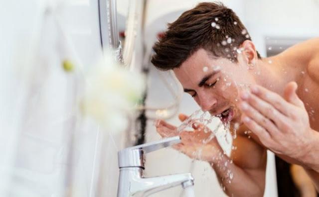 10 Kesalahan Saat Mencuci Wajah Bikin Jerawatan