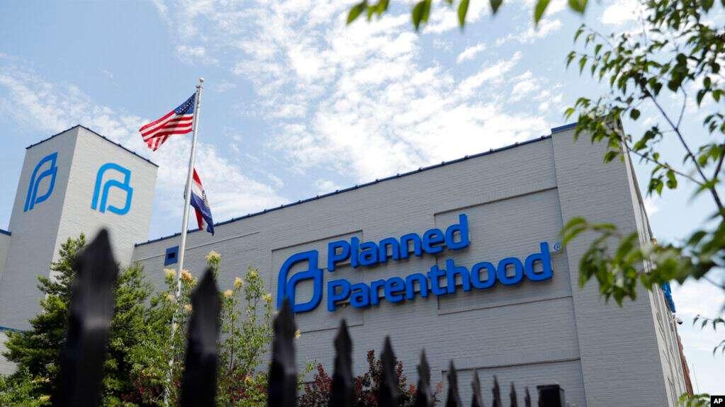Planned Parenthood, organización que brinda atención de salud reproductiva en Estados Unidos, está en contra de regla que prohíbe a las clínicas referir mujeres para practicarse abortos /AP