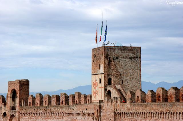 Particolare delle mura e delle torri di Cittadella