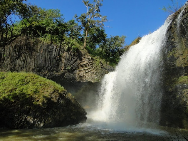 Exploring beautiful waterfalls in Quang Ngai 5