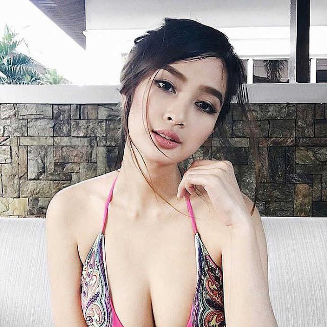 Xinh đẹp, ngực to lại còn mê chơi game, nữ streamer này được coi là hình mẫu lý tưởng cho game thủ