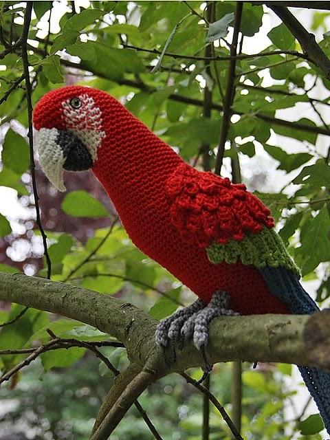 Wonderful crocheted parrot amigurumi - Free Instructions