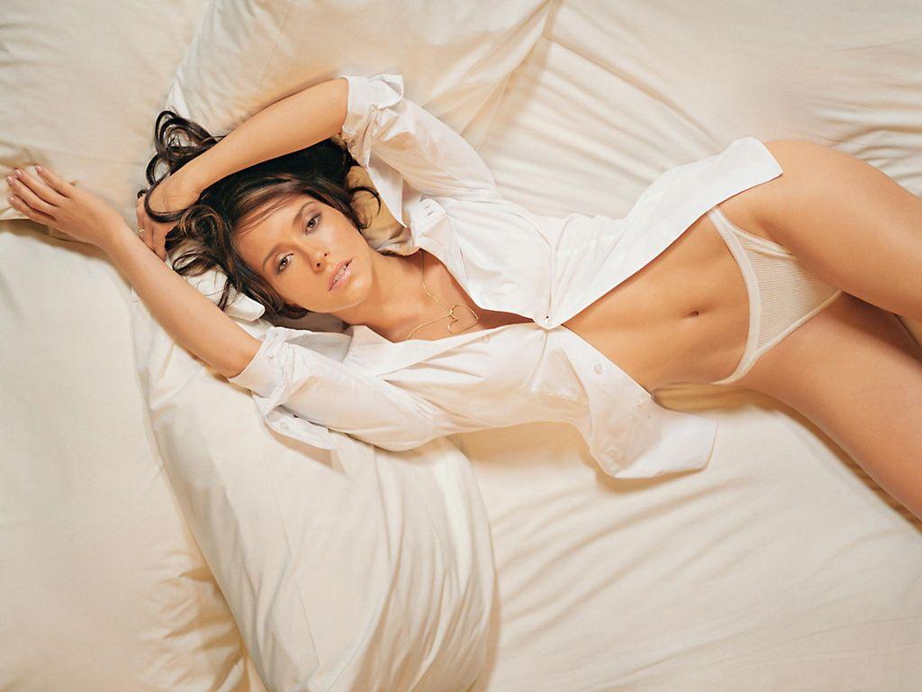 Kelly Broke Wallpapers: Jennifer Love Hewitt Hot Photos