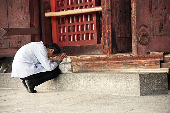 東寺久跪祝禱的老嫗
