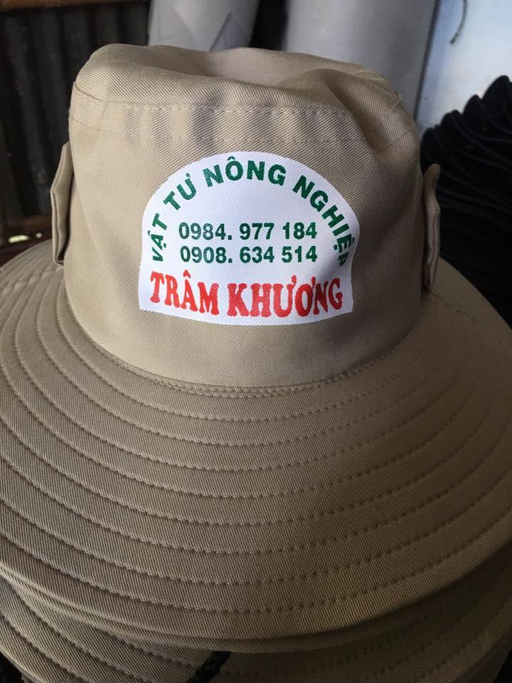 May nón tai bèo số lượng lớn ở Cà Mau