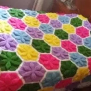 Colcha con relieve a crochet