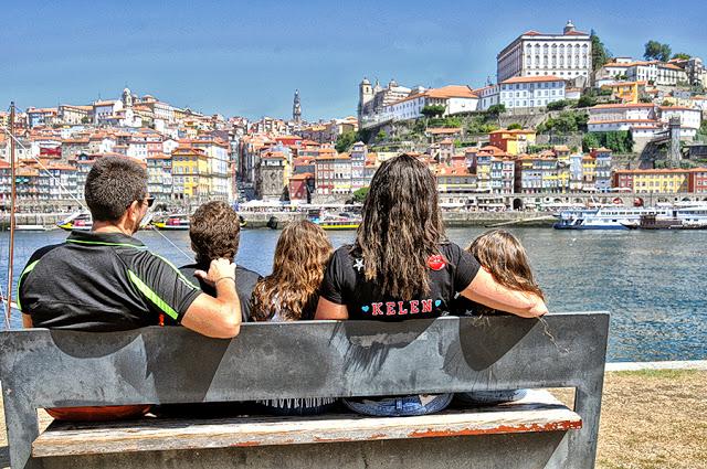Família admirando a visa do Porto