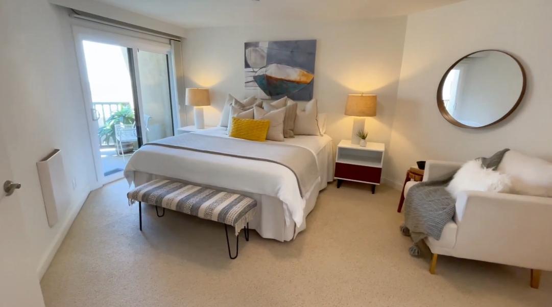 19 Interior Design Photos vs. 4465 Ocean Blvd #48, San Diego, CA Condo Tour