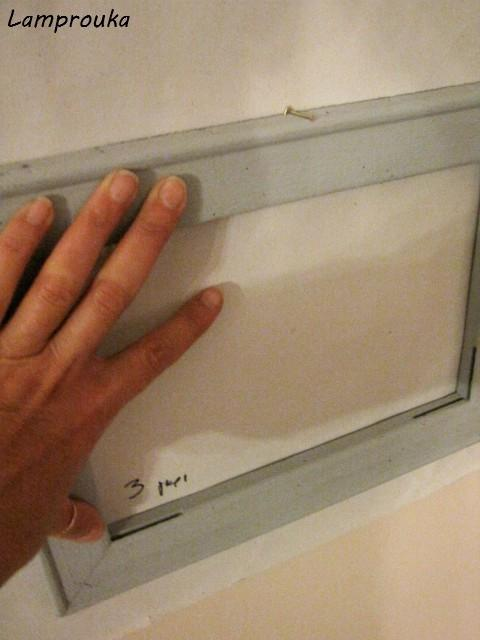 Κάδρα στον τοιχο χωρίς περιττές τρύπες.
