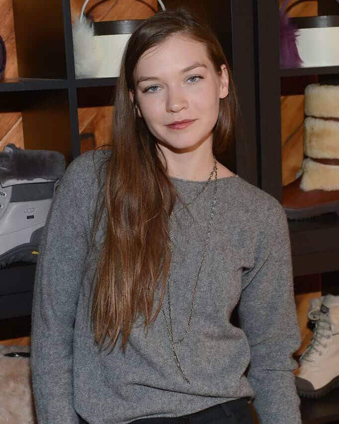 Hannah Gross 8